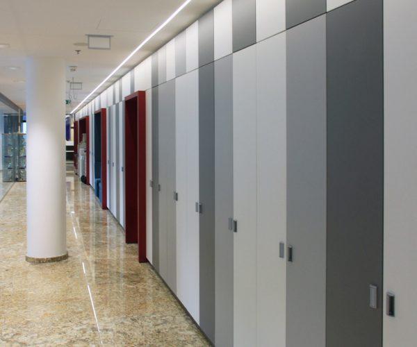 Společné chodby s úložnými prostory Citibank Bratislava