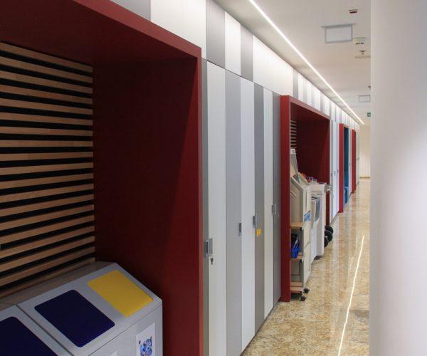 Společné chodby s úložnými prostory Citibank